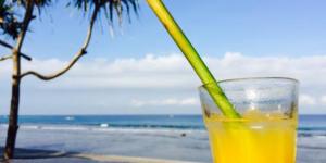 Screenshot_2018-07-11 Frühstück mit Meerblick Frischgepresster Orangensaft mit Bambus-Strohhalm - Bild von Qunci Villas Hot[...]